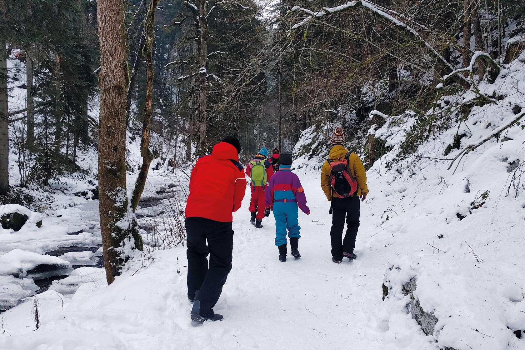 Les services - Enfants jouant dans la neige - École Expérimentale de Bonneuil